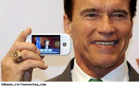 Фото дня: «Терминатор» позирует с HTC Magic