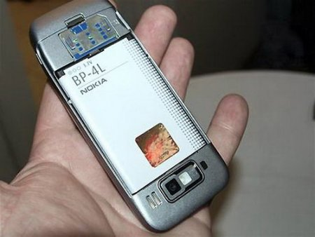 Nokia E52 в руках