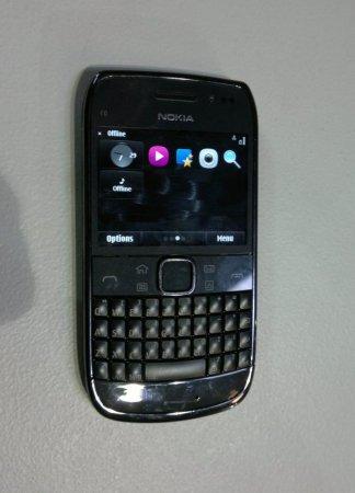 Смартфон Nokia E6-00 с сенсорным экраном на «шпионском» снимке