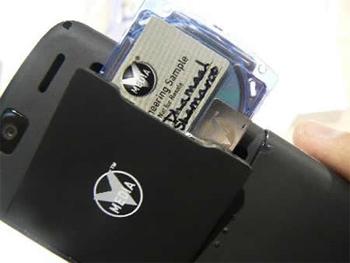 Телефон Spice Movie Phone со встроенным приводом для оптических дисков