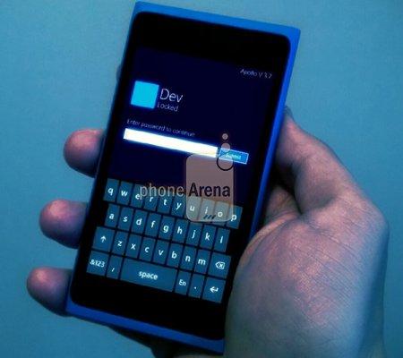 Фото Nokia Lumia 900 с установленной Windows Phone 8 Apollo