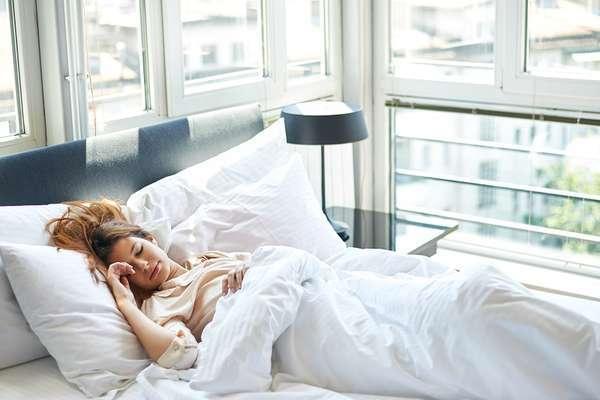 В чем таится опасность дневного сна для пожилых людей?