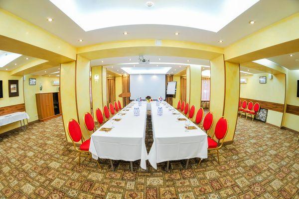 Разнообразие конференц-залов при гостинице «Уют»
