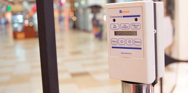 Для каких целей используют специальные датчики подсчета посетителей?